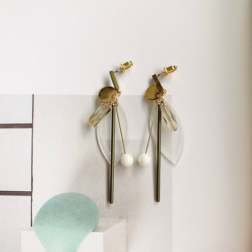 Clear Resin Leaf with Dangling Pearl Earring - MOOII