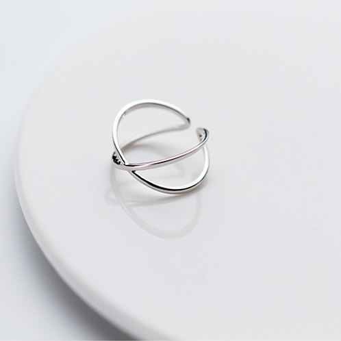 Geometric Crossover Sterling Silver Ring - MOOII