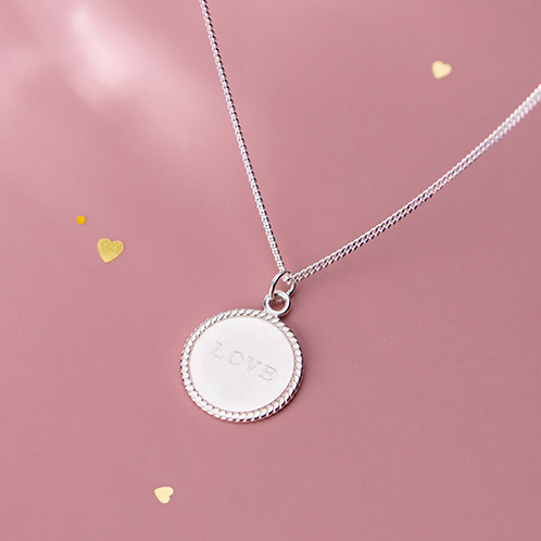 Love Plate Necklace - MOOII