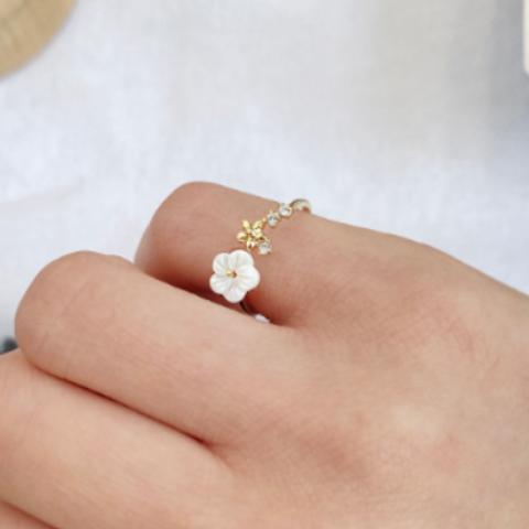 Creamy Shell Flower Petite Ring - MOOII