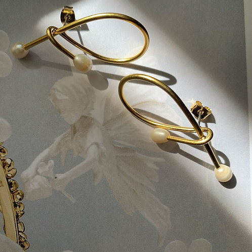 Golden Knot and Pearls Earrings