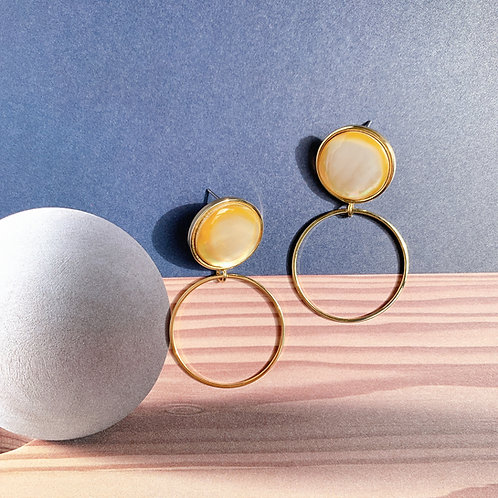 Golden loop and Shell Earrings