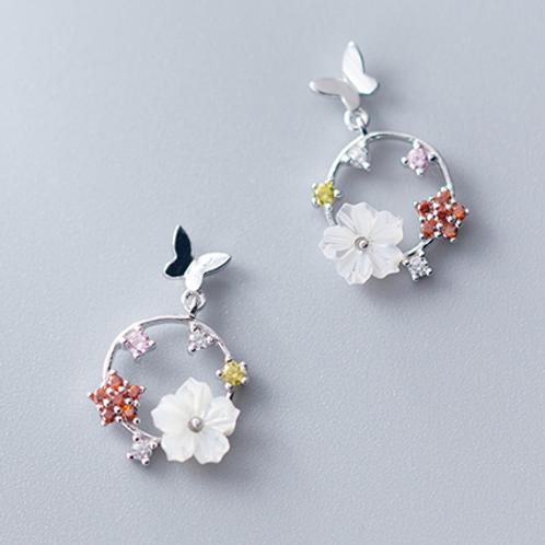 Butterfly In a Garden Earrings - Mooii