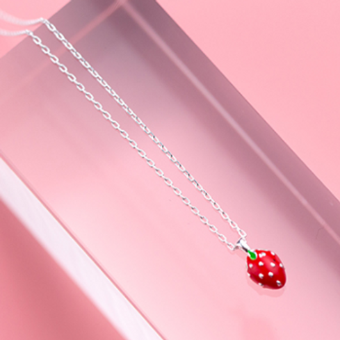 Luscious Strawberry Necklace - MOOII