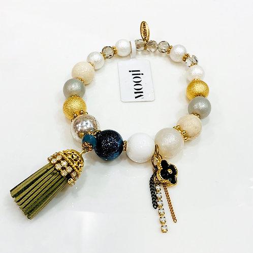 MOOII Handcrafted Bracelet - Pearl Beads with Black Clover & Tassel Pendant