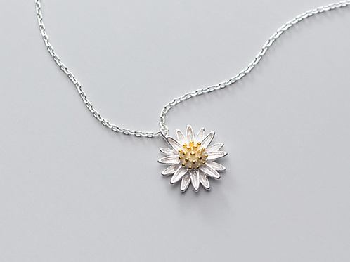 Daisy Charm Sterling Silver Necklace - MOOII