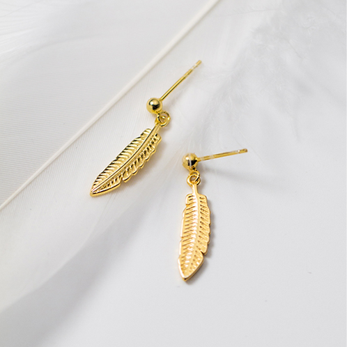 Gold Feather Dangle Earring - Mooii