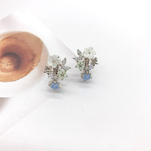 Mooii Floral Dangle Clip On Earrings