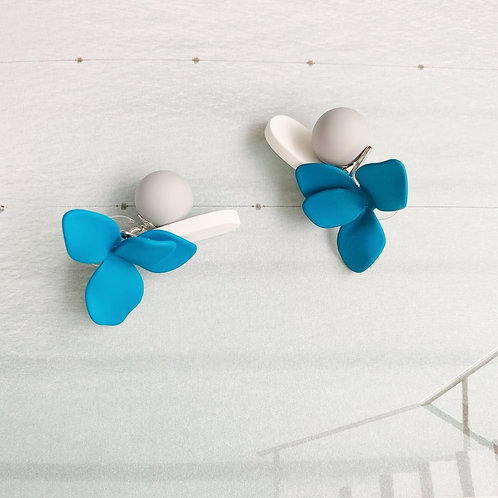 MOOII Blue Lily Earring