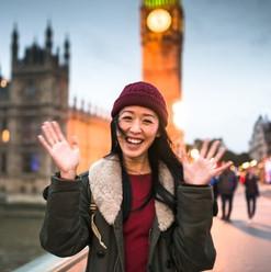 female_tourist_london_495763126.jpg