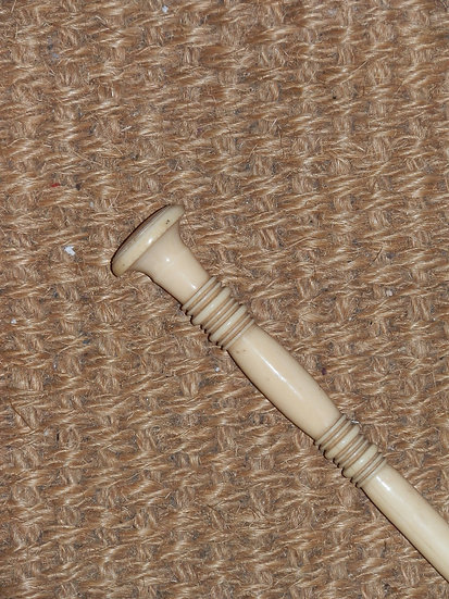 Antique Ivory Banded Ridge Design Top Cane 87cm