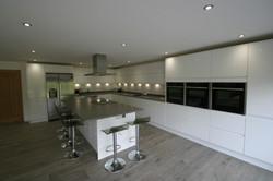 Autumnwood Kitchens - Handless in white gloss - Holmer Green 2