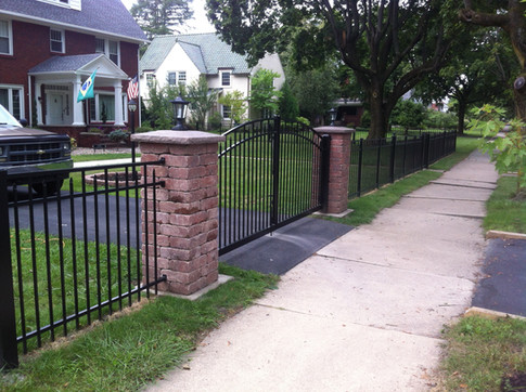 Fence Contractor. Gates. Aluminum Fence