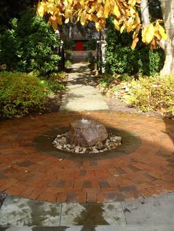 Bubbling boulder fountain