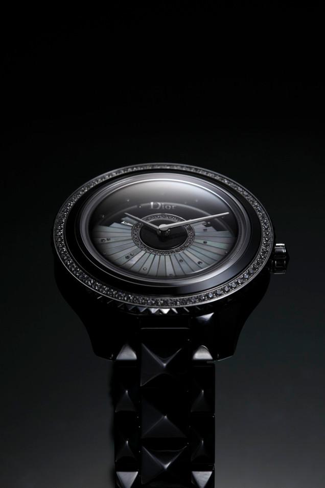 Luxuries0033low1.jpg