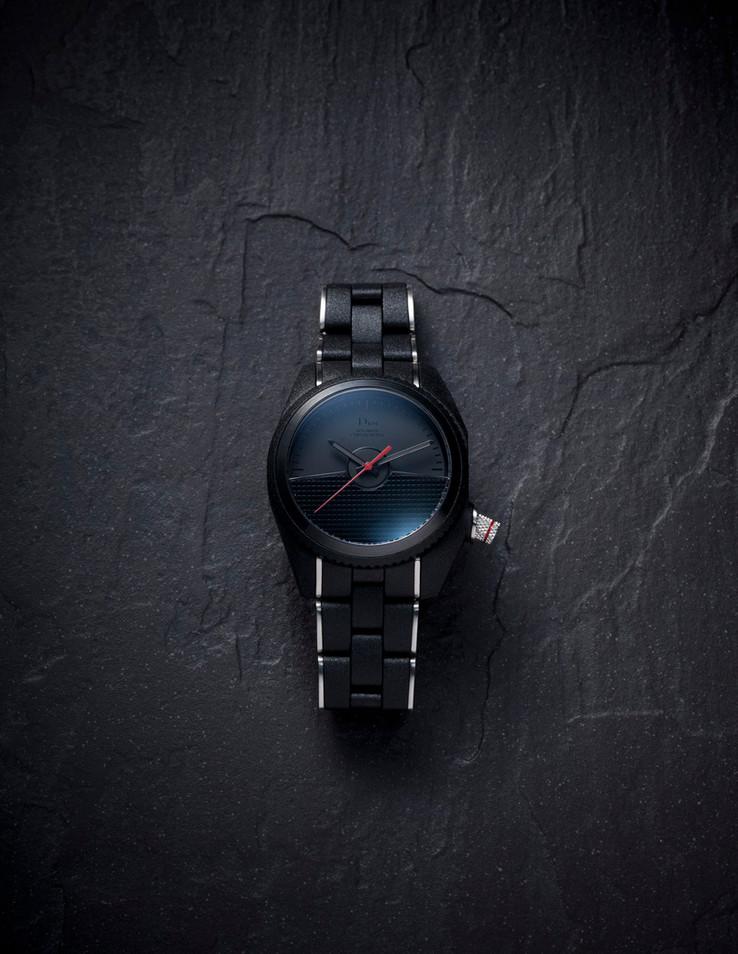 Luxuries0015low1.jpg