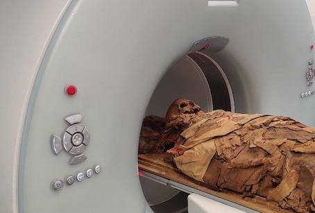 A tomografia - de uma múmia!   Nível intermediário