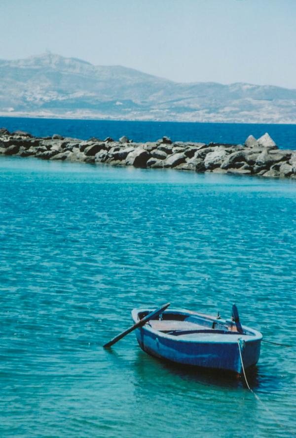 19_naxos_portal_causeway_rowboat.jpg
