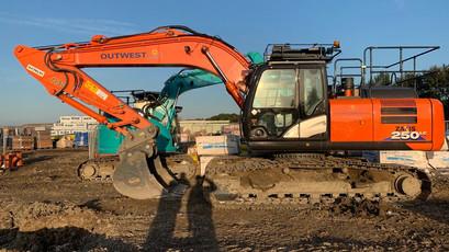 OUTWEST 360 Excavators