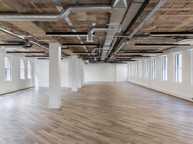 LONDON WC1 / OFFICES