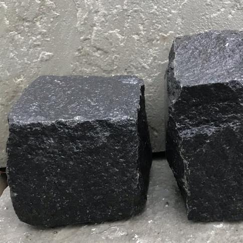 BLACK COBBLES - ROUGH
