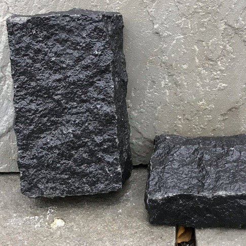 BLACK PAVERS - ROUGH