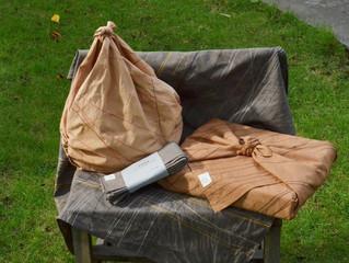 バッグや包みものとして活用できる!変形自在かつモダンな柿渋染めフロシキ