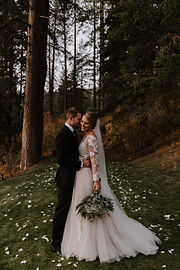 Romantic Wedding dress and bouquet Fores
