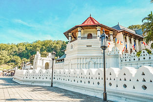 Temple of the Sacred Tooth Relic .jpeg
