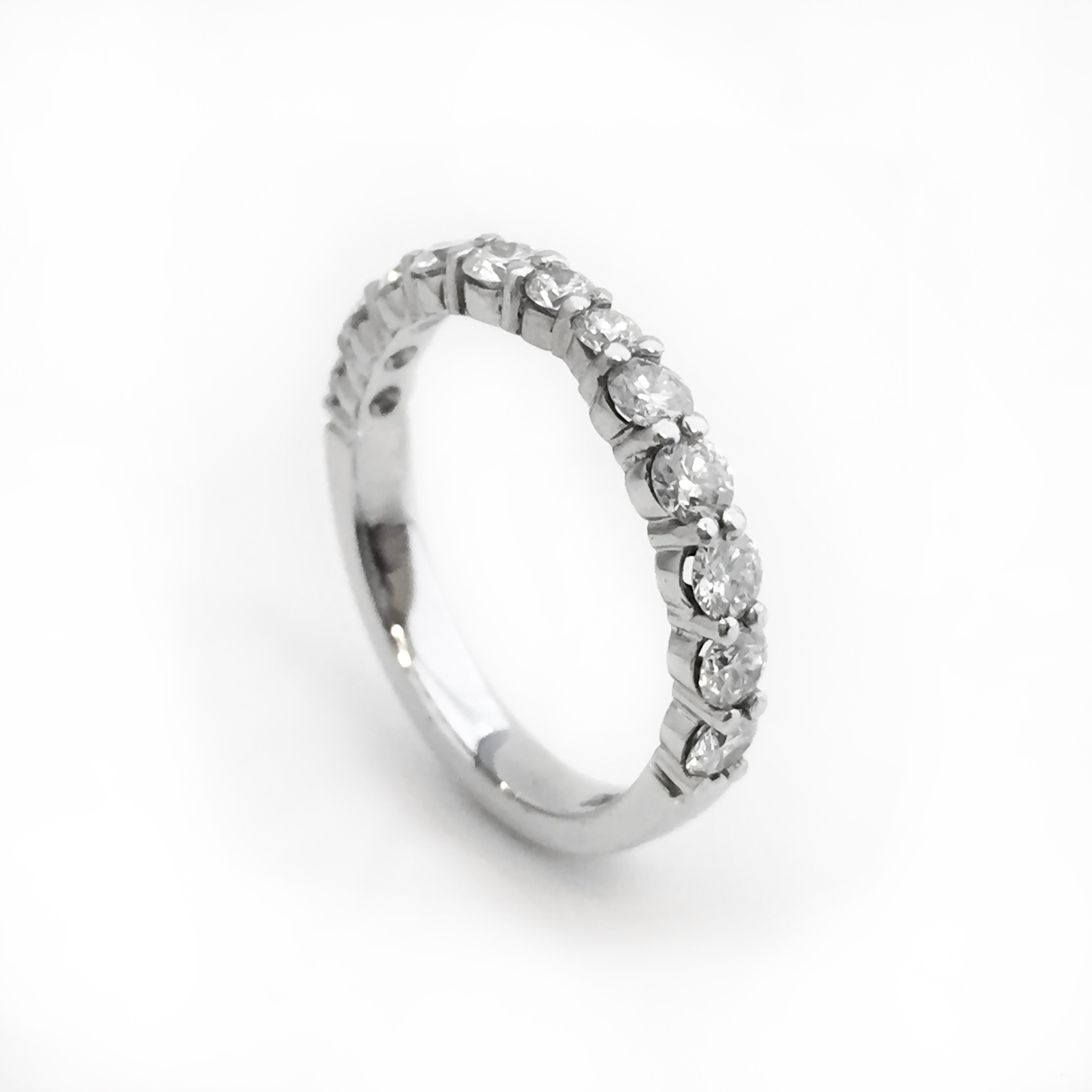 Shared-claw set Wedding Ring