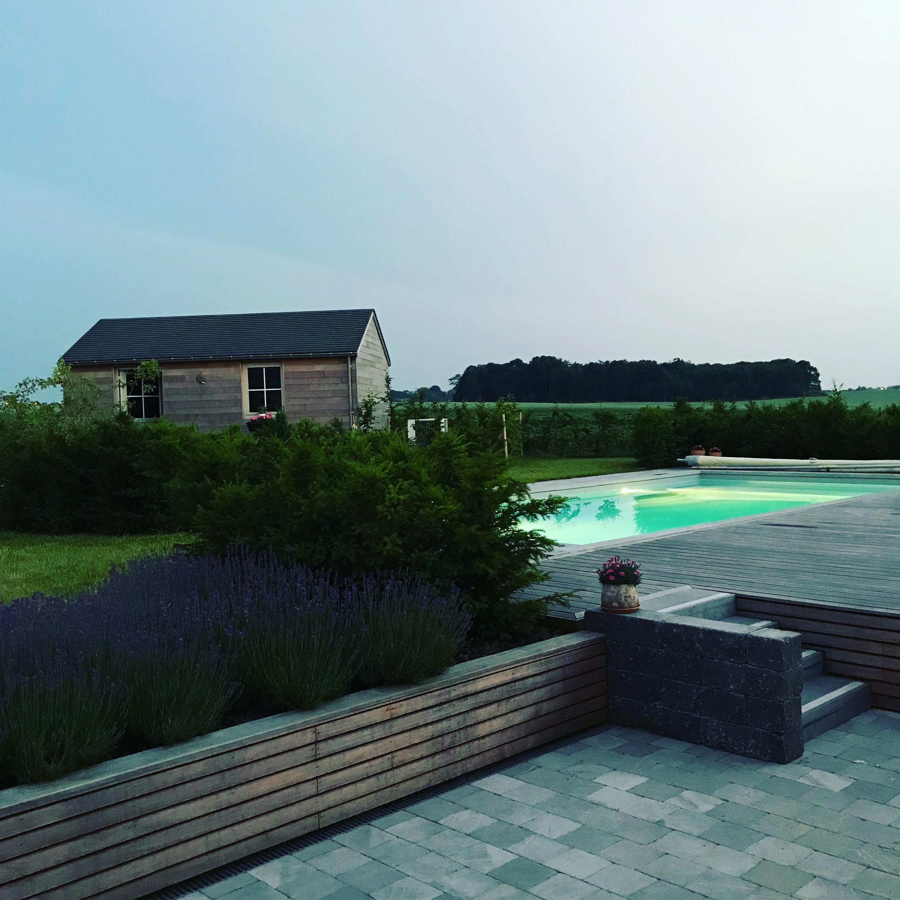 Vue de nui, piscine et jardin