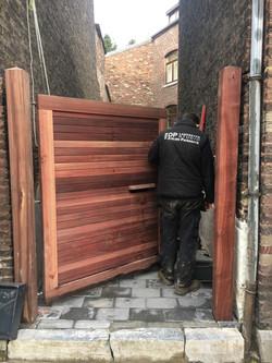 Pose d'un portail en padouk