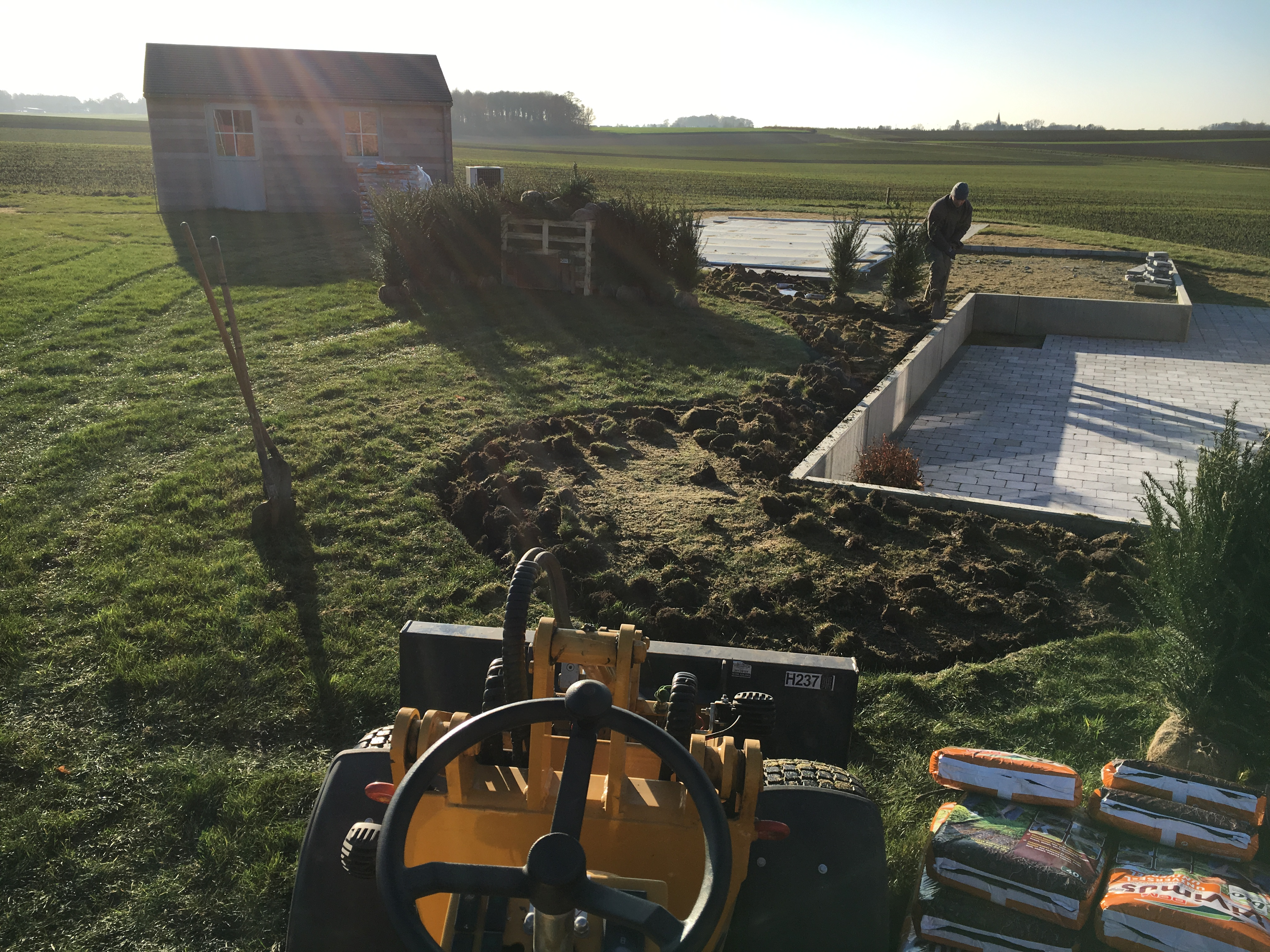 chantier de plantations à Viemme