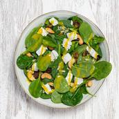 Salada com queijo de cabra e frutos secos