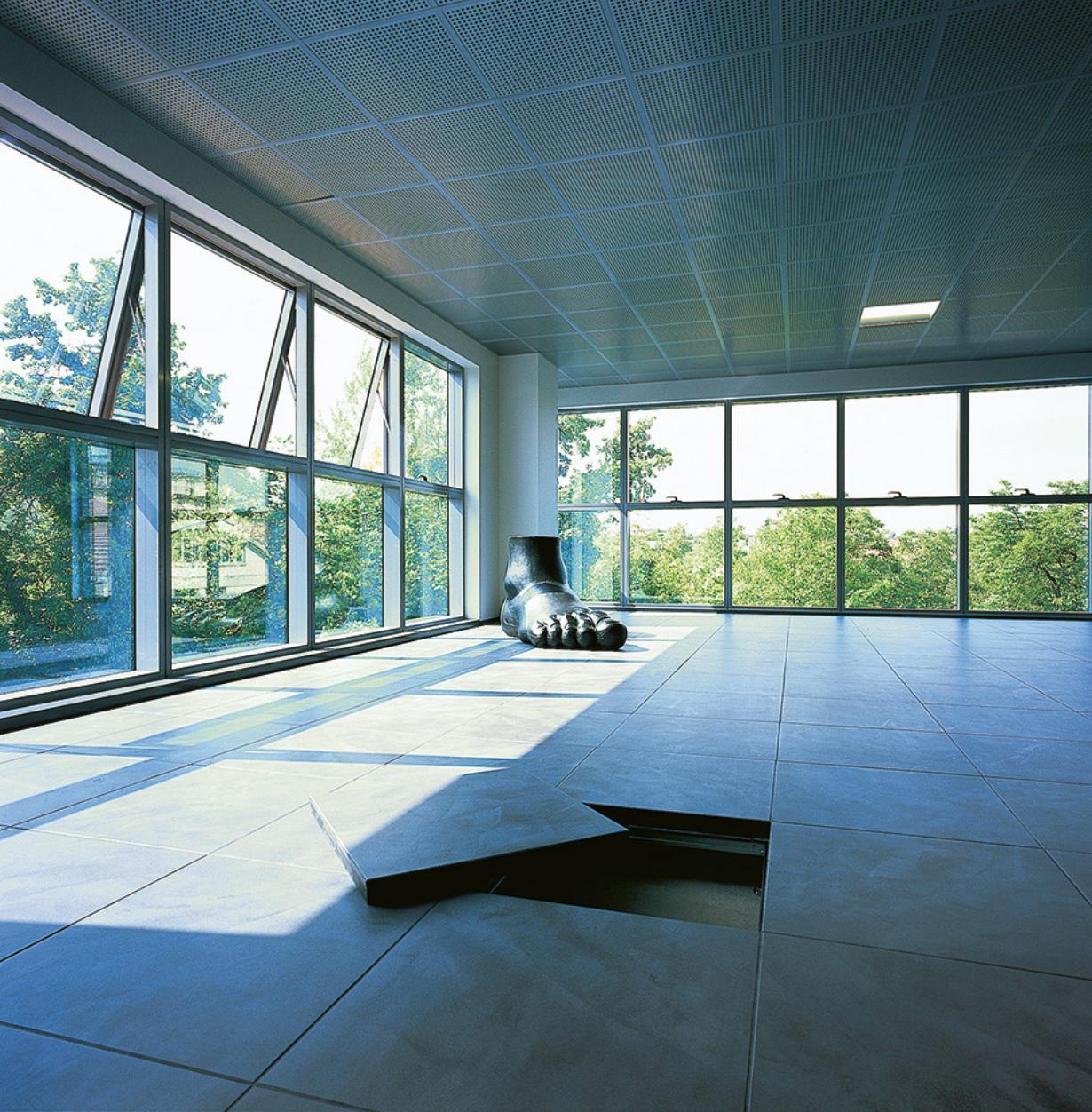 Ceramic raised floor