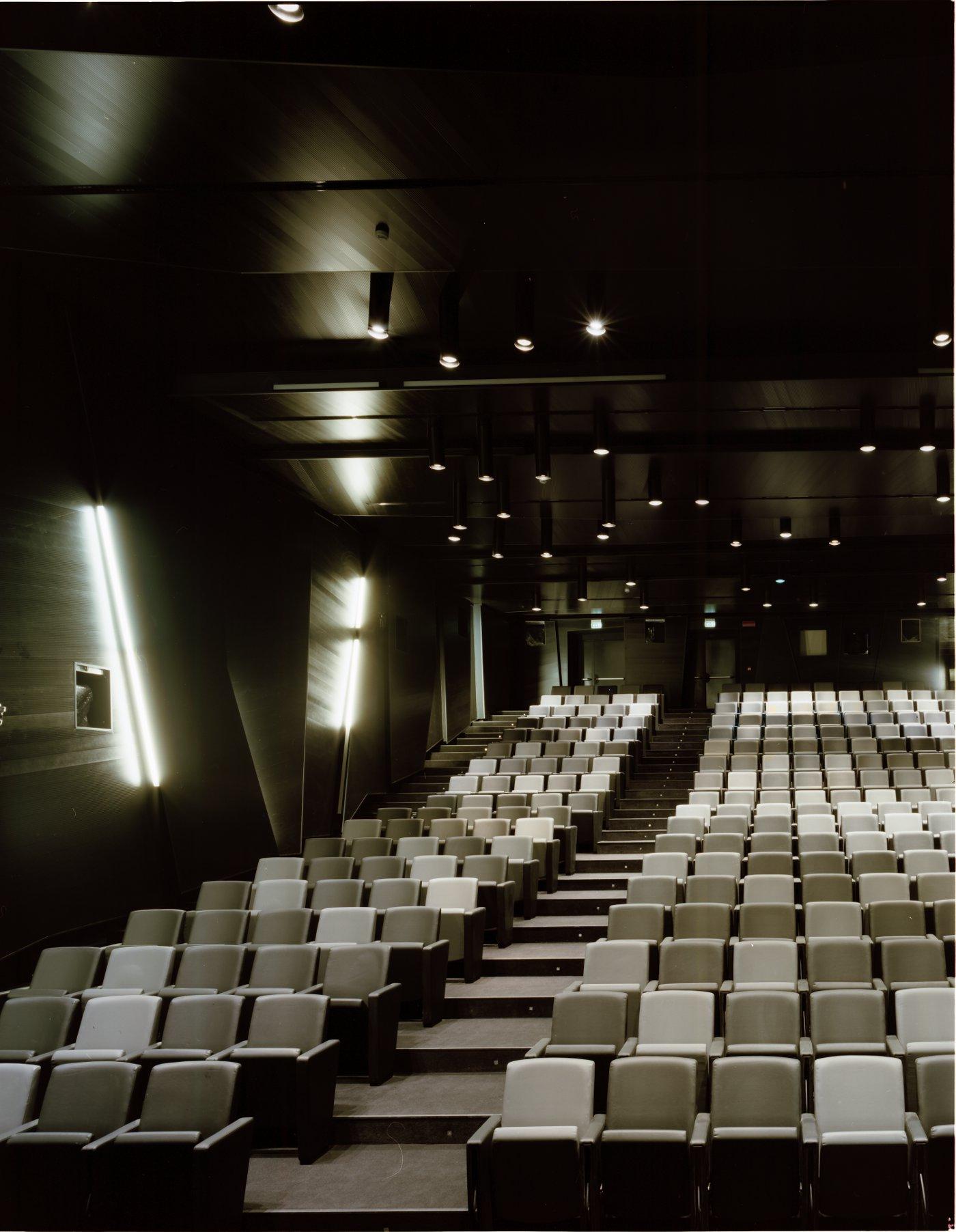 Conférence et Théâtre