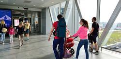 Viajar en avión con silla de bebé