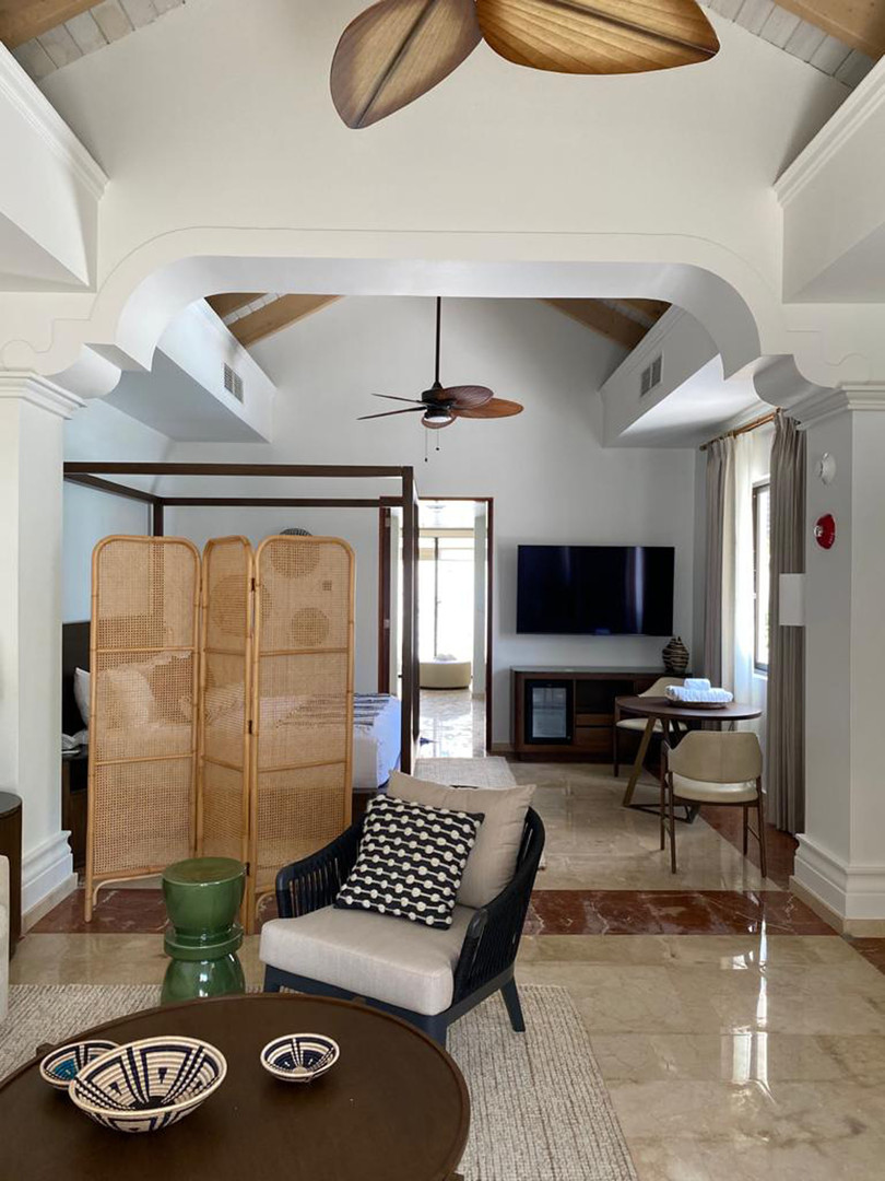 Presidential Villa: Bedroom and Living room