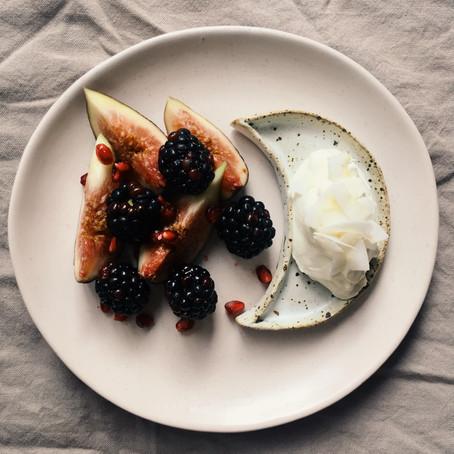 Breakfast: Seasonal fruit & yoghurt