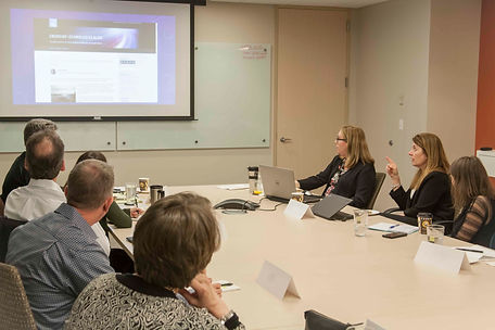 Marketing Executive Roundtable members discuss an issue of comon interest.