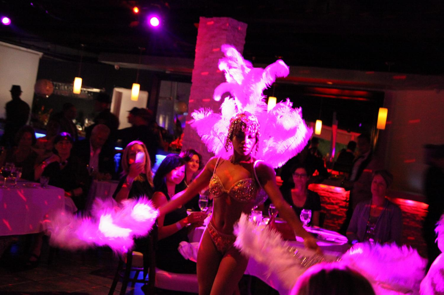 Showgirls, live music, singers
