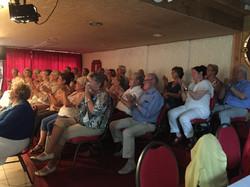 atelier applaudisserende senioren