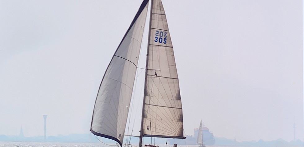 First 305 - Segeln 03.jpg