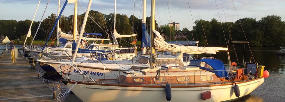 Mistral 33 im Wasser (5).jpg