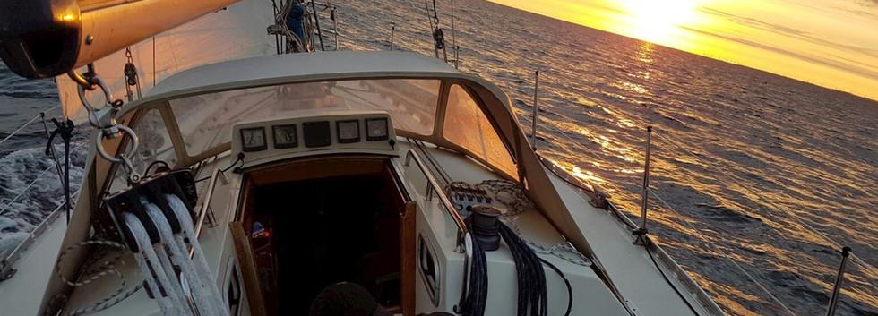 Contrast 362 - Deck und Cockpit 03.jpg
