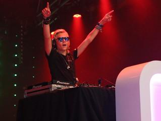 DJ MORR-IS TIMMERT HARD AAN DE WEG!