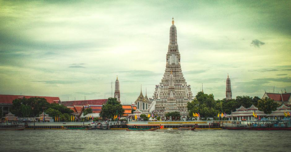 Temple of the Dawn - Wat Arun - Bangkok