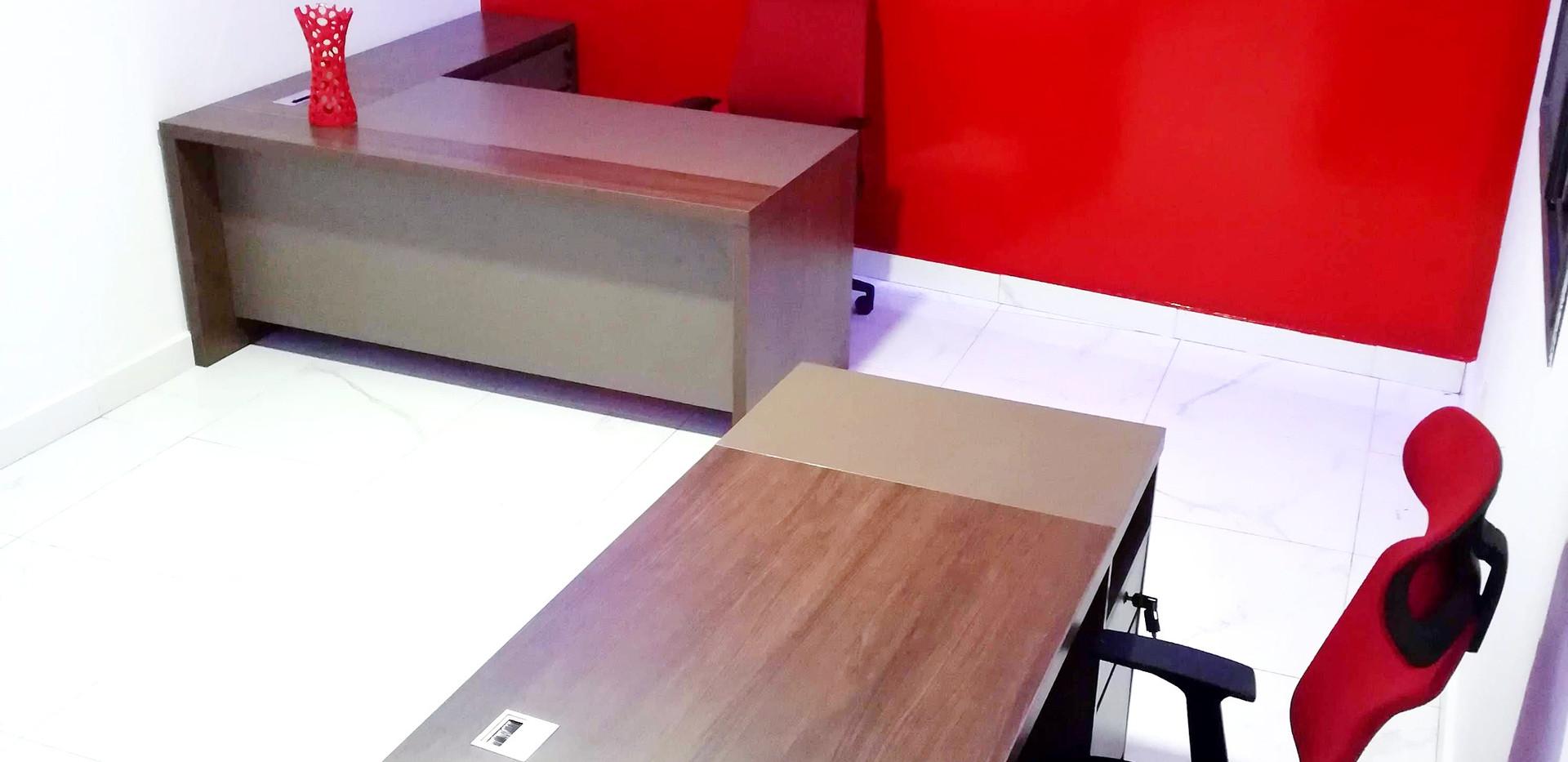 Bureau équipé et moderne