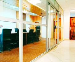 Plateau de bureau avec Salle de réunion à Dakar