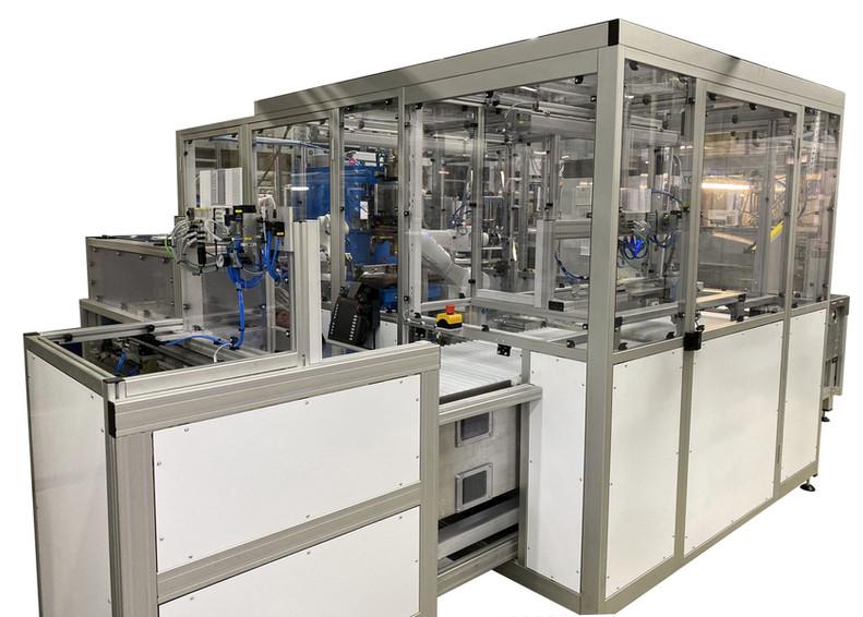 Verkettung mehrerer Maschinen mit Intergation zweier Roboter